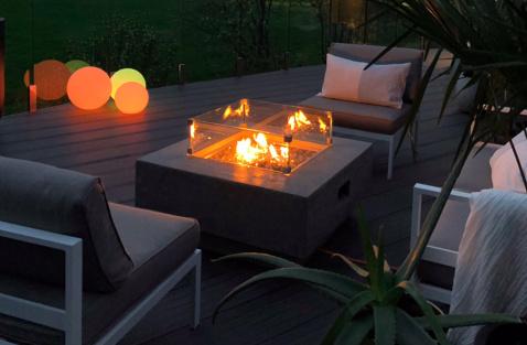 Stoly s ohništěm